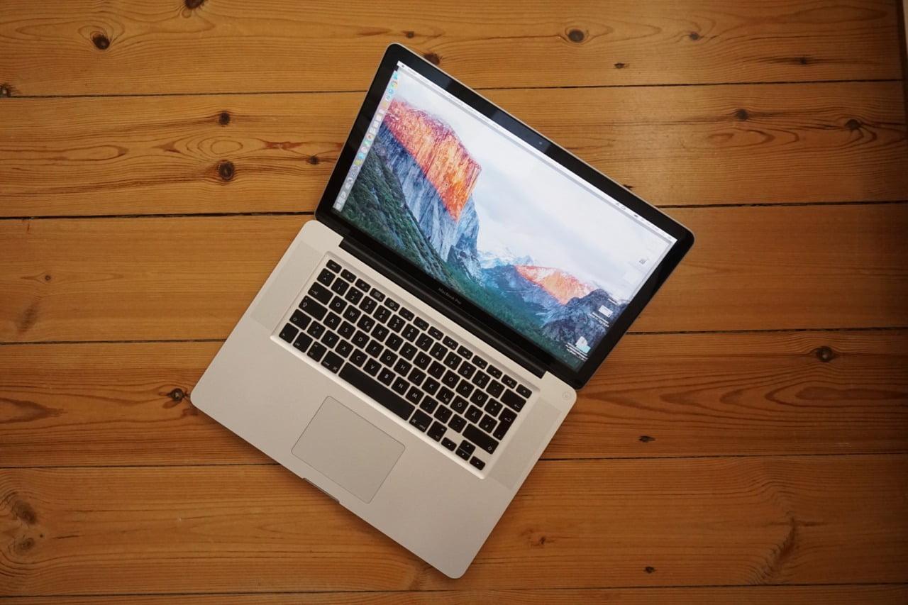 """MacBook Pro Unibody 15"""" Top View"""