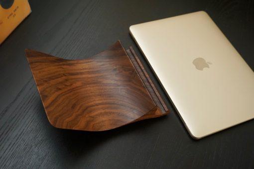 Yohann Wooden Stand for golden MacBook