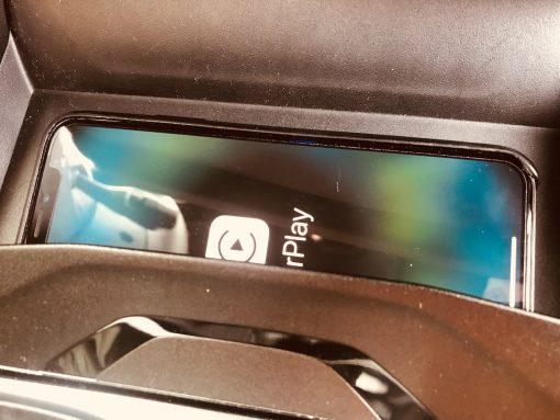 iPhone CarPlay Qi Charger