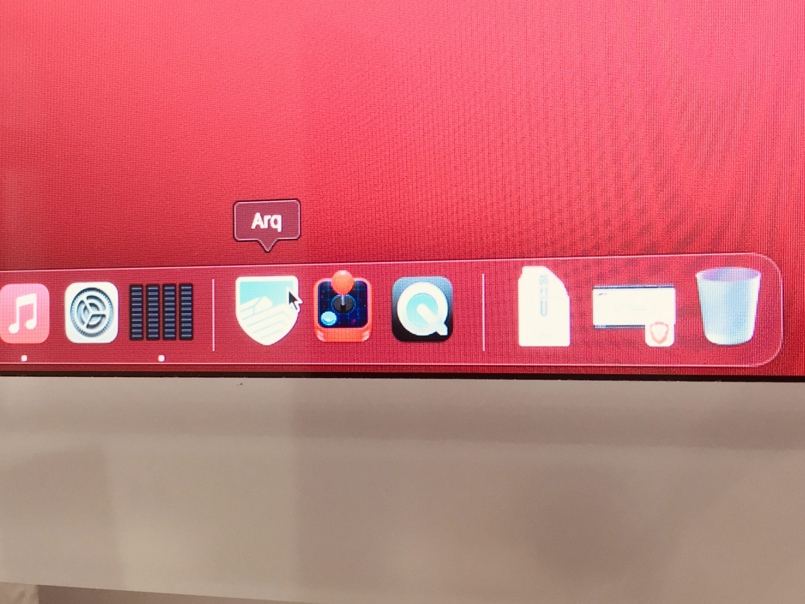 macOS two monitors dock